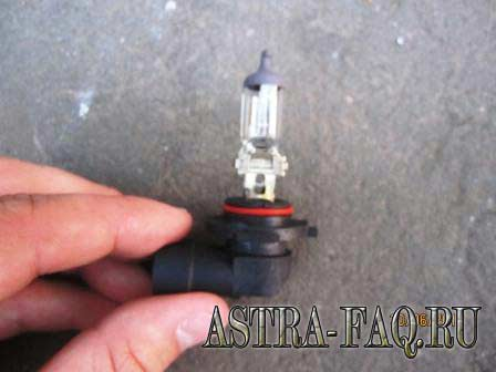 Как заменить лампу в фаре опель астра j